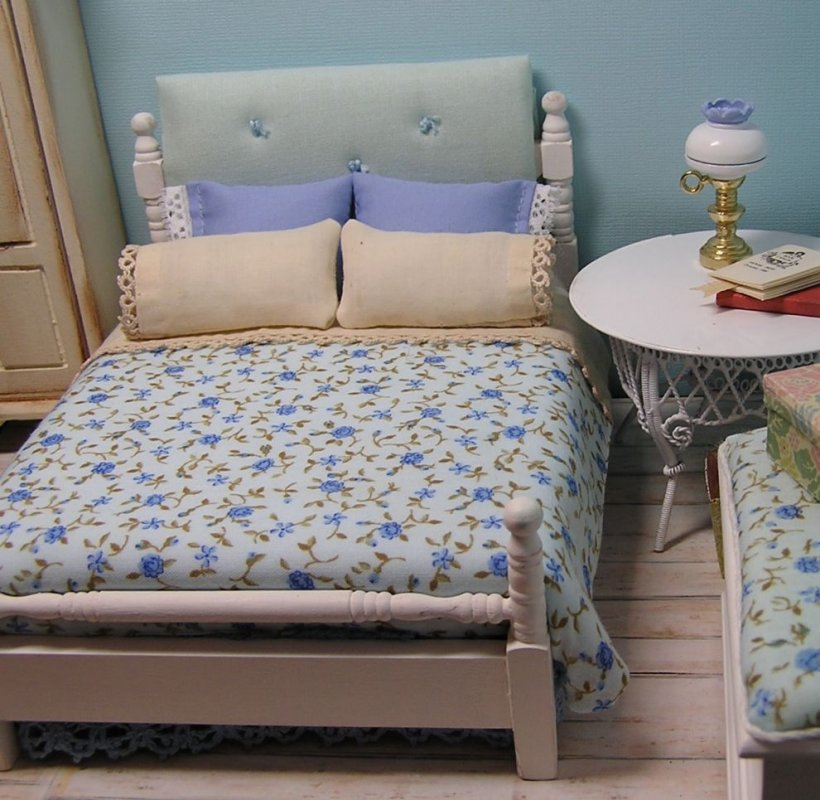 Bed Double painted white with blueberry comforter - Click Image to Close